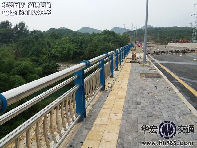 花溪青岩北部环线碳素钢复合管桥梁人行道万博官网ManbetX登陆APP平台工程