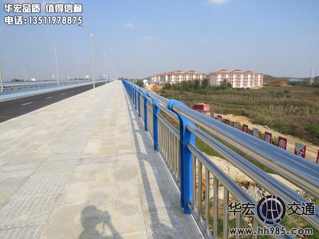 贵安新区金马三标碳素钢复合管桥梁防撞万博官网ManbetX登陆APP平台