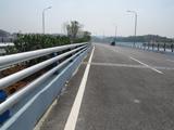 桥梁中央防撞栏杆